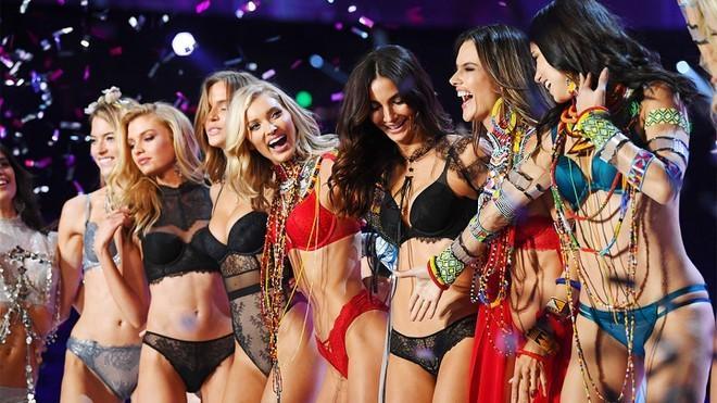 Dàn thiên thần nội y nóng bỏng nhất trong lịch sử Victoria's Secret Ảnh 12