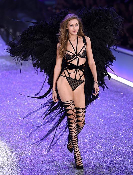 Dàn thiên thần nội y nóng bỏng nhất trong lịch sử Victoria's Secret Ảnh 10