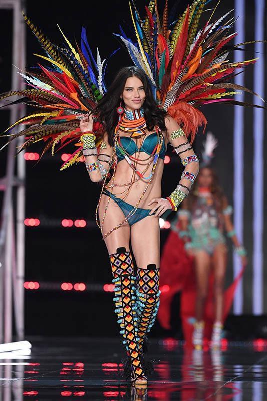 Dàn thiên thần nội y nóng bỏng nhất trong lịch sử Victoria's Secret Ảnh 9