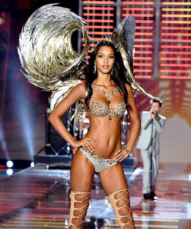 Dàn thiên thần nội y nóng bỏng nhất trong lịch sử Victoria's Secret Ảnh 11