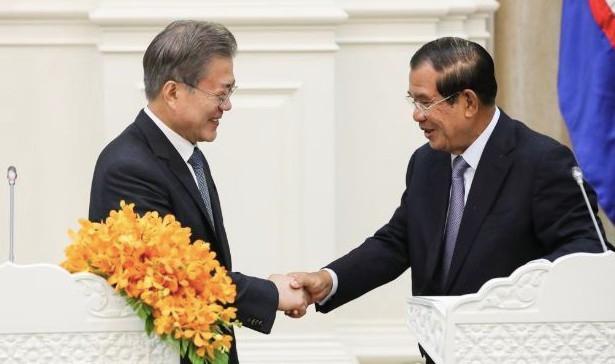 Mẹ vợ ốm nặng, Thủ tướng Hun Sen không dự hội nghị ASEAN – Hàn Quốc Ảnh 1