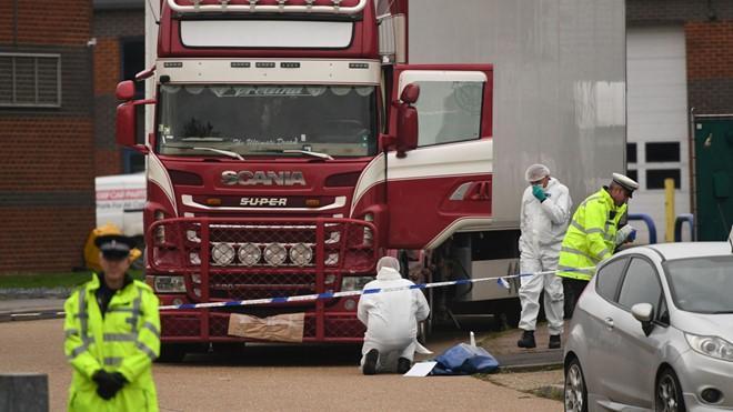Hầu hết gia đình nạn nhân vụ 39 người chết ở Anh muốn nhận thi hài Ảnh 2