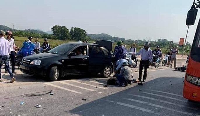 Va chạm với xe khách, hai nữ sinh tử vong Ảnh 1