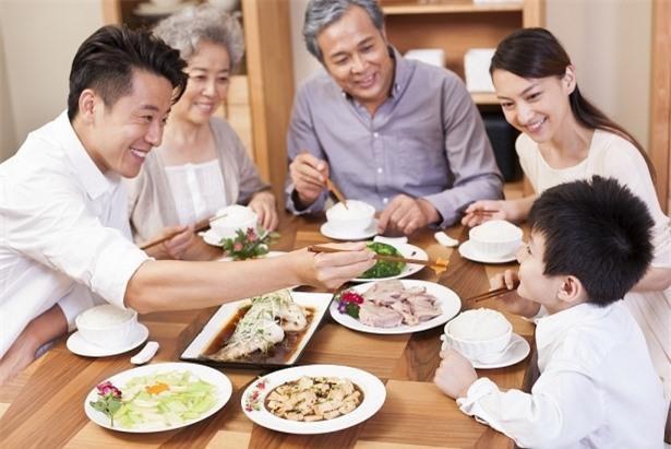 Ít ai biết, nhóm người sống thọ thường có 7 hành động trong bữa ăn Ảnh 3