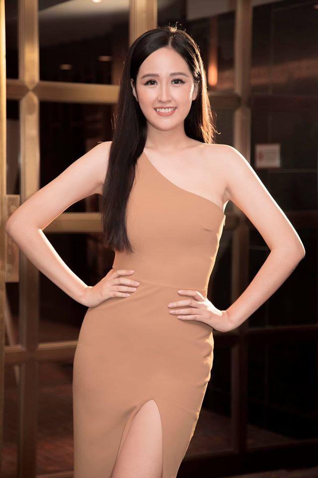 Á hậu Tường San, Kiều Loan đón Giáng sinh sớm với váy áo gam màu nóng bỏng Ảnh 9