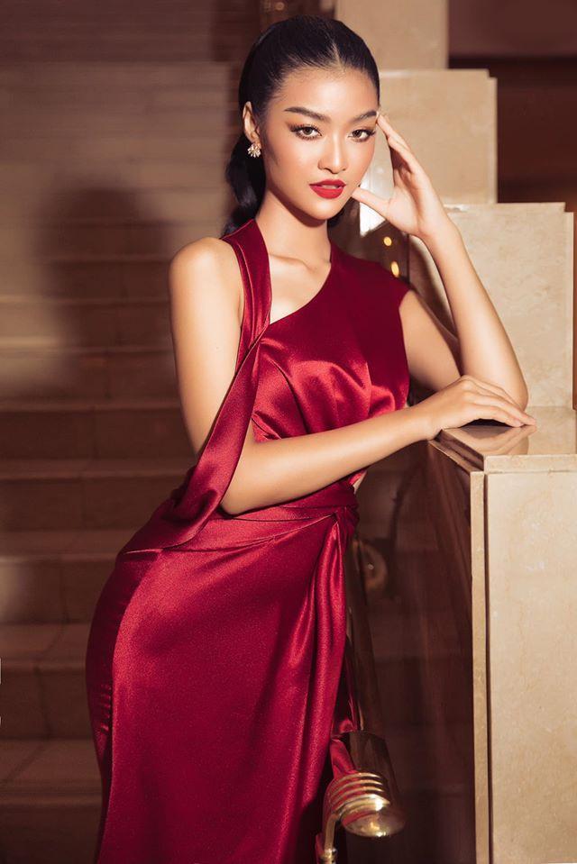 Á hậu Tường San, Kiều Loan đón Giáng sinh sớm với váy áo gam màu nóng bỏng Ảnh 6