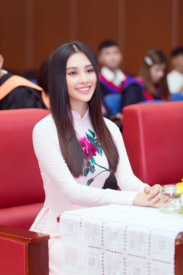 Á hậu Tường San, Kiều Loan đón Giáng sinh sớm với váy áo gam màu nóng bỏng Ảnh 14