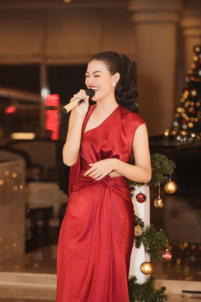 Á hậu Tường San, Kiều Loan đón Giáng sinh sớm với váy áo gam màu nóng bỏng Ảnh 7
