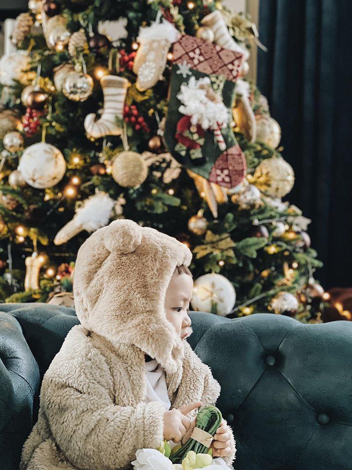 Á hậu Tường San, Kiều Loan đón Giáng sinh sớm với váy áo gam màu nóng bỏng Ảnh 17