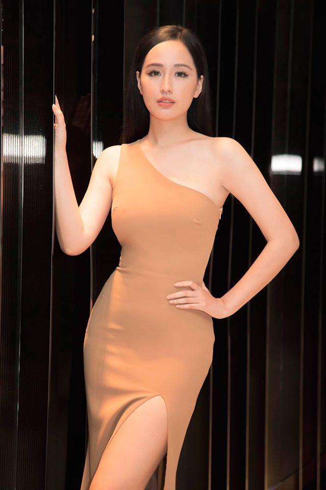 Á hậu Tường San, Kiều Loan đón Giáng sinh sớm với váy áo gam màu nóng bỏng Ảnh 8