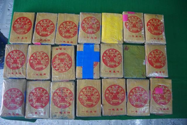 TT-Huế: Người dân tiếp tục phát hiện 21 gói có chữ Trung Quốc ở bãi tắm Ảnh 1