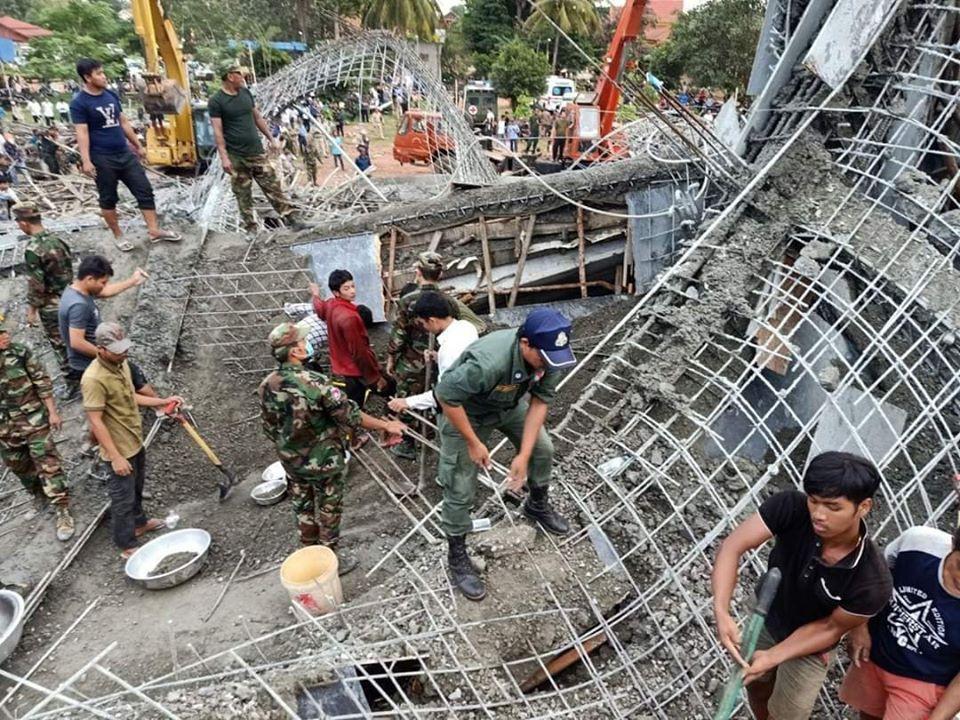 Sập chùa ở Campuchia làm 3 người chết và hàng chục người bị vùi lấp Ảnh 2