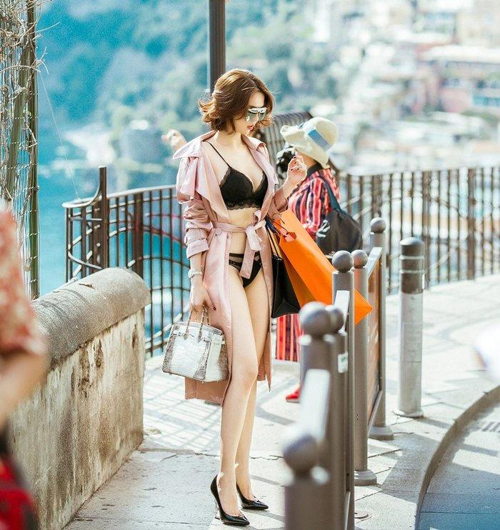 Eo thắt siêu nhỏ, Ngọc Trinh tiếp tục 'đốt mắt' fan với mẫu bikini nhìn đã thấy khó mặc Ảnh 3