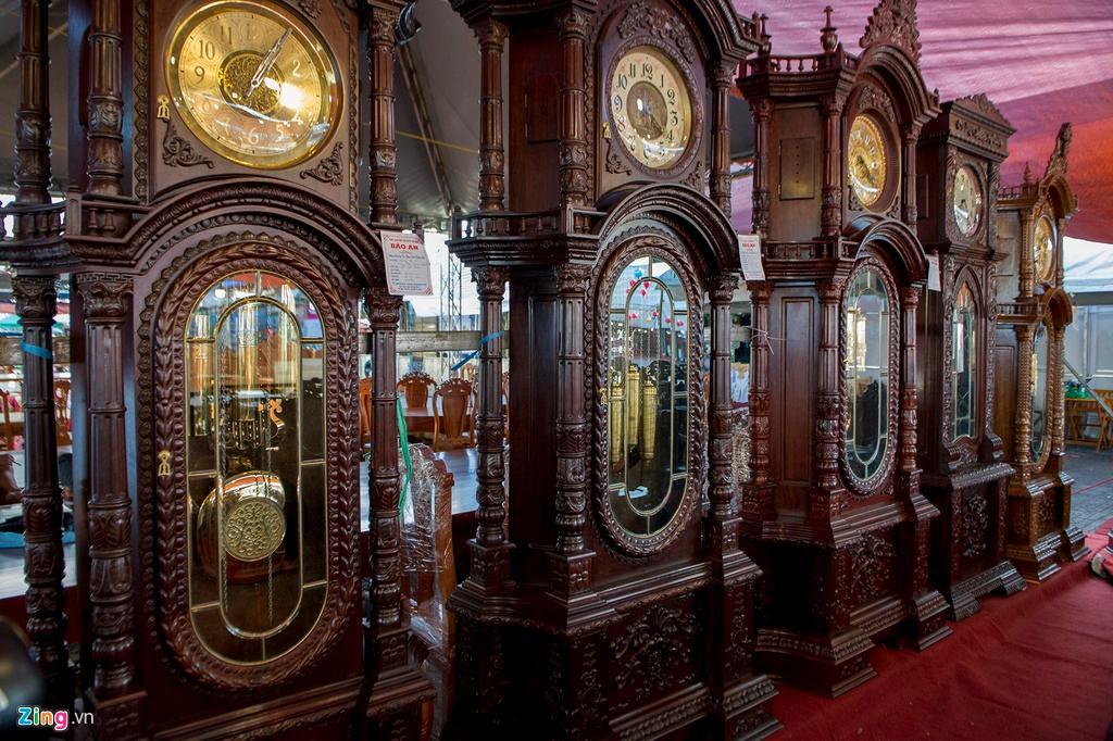 Những chiếc đồng hồ gỗ từ Đức giá hàng trăm triệu đồng Ảnh 1