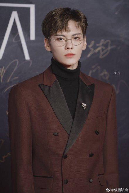 Thảm đỏ 2019 Sina Style Awards: Hứa Ngụy Châu gây chú ý với vest gợi cảm, Nghê Ni quyến rũ với tông vàng Ảnh 18