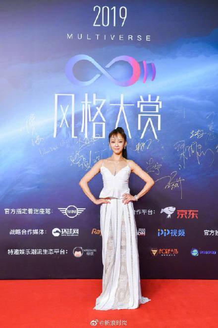 Thảm đỏ 2019 Sina Style Awards: Hứa Ngụy Châu gây chú ý với vest gợi cảm, Nghê Ni quyến rũ với tông vàng Ảnh 34