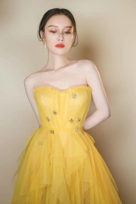 Thảm đỏ 2019 Sina Style Awards: Hứa Ngụy Châu gây chú ý với vest gợi cảm, Nghê Ni quyến rũ với tông vàng Ảnh 25