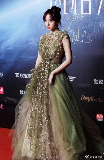 Thảm đỏ 2019 Sina Style Awards: Hứa Ngụy Châu gây chú ý với vest gợi cảm, Nghê Ni quyến rũ với tông vàng Ảnh 29