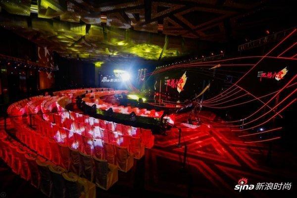 Thảm đỏ 2019 Sina Style Awards: Hứa Ngụy Châu gây chú ý với vest gợi cảm, Nghê Ni quyến rũ với tông vàng Ảnh 3