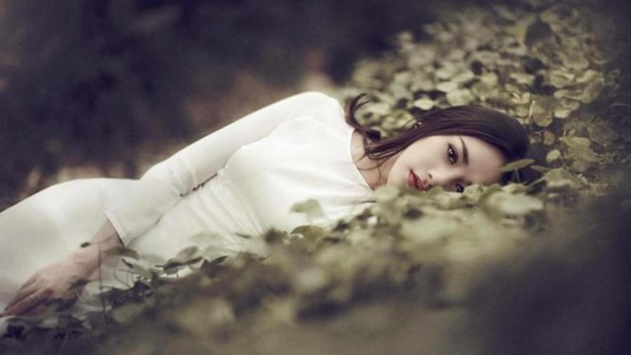 Đi qua những tổn thương, phụ nữ phải là bông hoa hồng có gai, nhìn thì đẹp nhưng động vào thì rỉ máu Ảnh 2