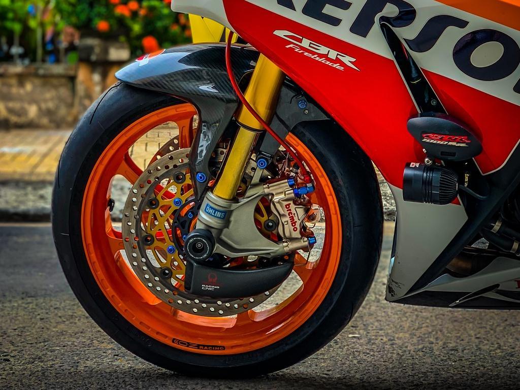 Honda CBR1000RR lột xác với trang bị thửa từ xe đua MotoGP Ảnh 8