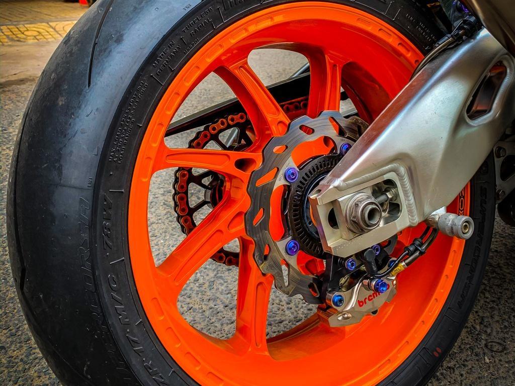 Honda CBR1000RR lột xác với trang bị thửa từ xe đua MotoGP Ảnh 9