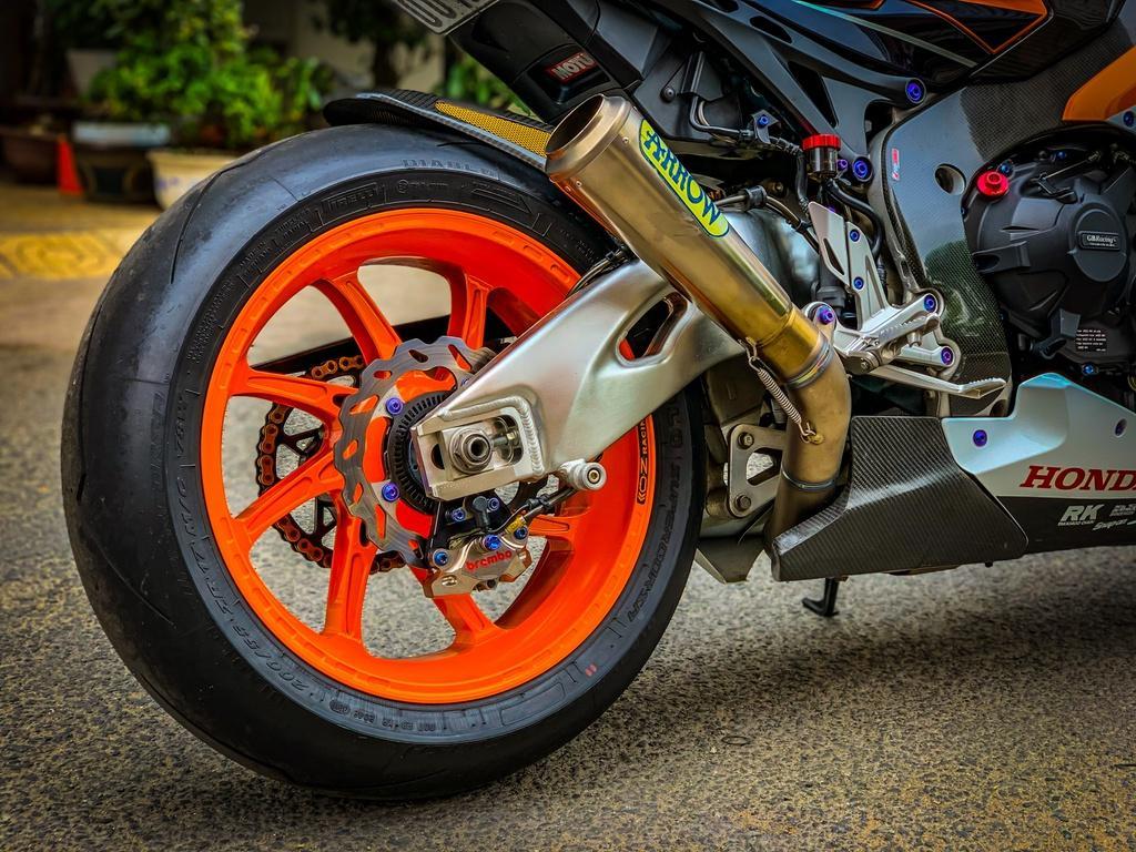 Honda CBR1000RR lột xác với trang bị thửa từ xe đua MotoGP Ảnh 11