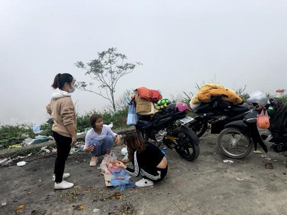 Nhức nhối 'phượt trẻ' vô tư xả rác trên đỉnh Tam Đảo Ảnh 2