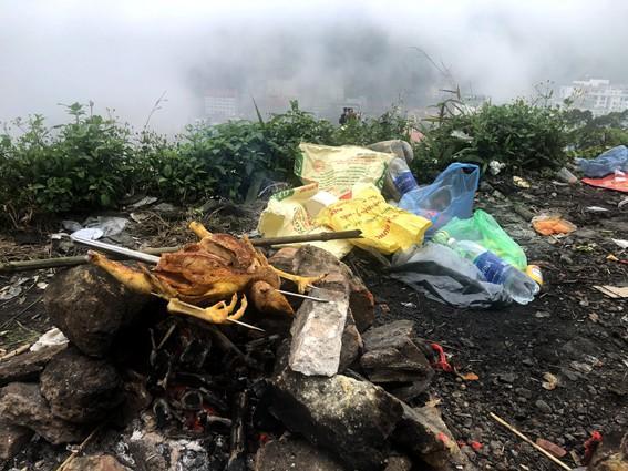 Nhức nhối 'phượt trẻ' vô tư xả rác trên đỉnh Tam Đảo Ảnh 9