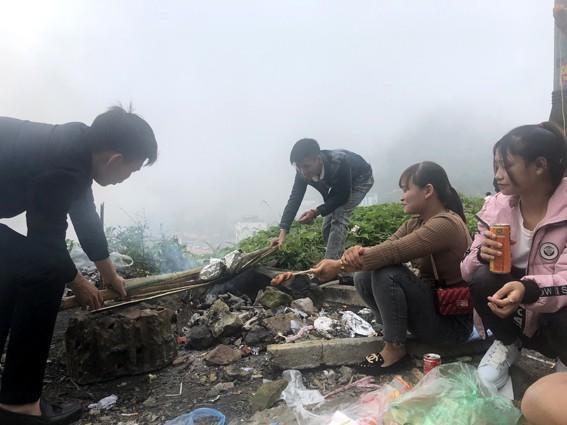 Nhức nhối 'phượt trẻ' vô tư xả rác trên đỉnh Tam Đảo Ảnh 5