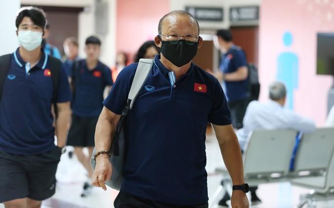HLV Park Hang-seo nhờ cảnh sát Thái Lan ngăn quay phim, chụp ảnh ở khách sạn Ảnh 1