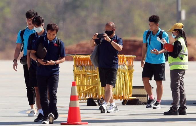 HLV Park Hang-seo nhờ cảnh sát Thái Lan ngăn quay phim, chụp ảnh ở khách sạn Ảnh 3