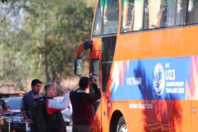 HLV Park Hang-seo nhờ cảnh sát Thái Lan ngăn quay phim, chụp ảnh ở khách sạn Ảnh 5