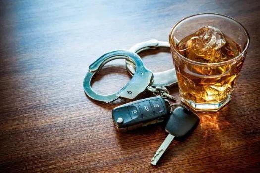 Sử dụng rượu bia khi lái xe tại Anh bị phạt như thế nào? Ảnh 1