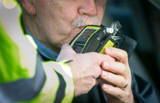 Sử dụng rượu bia khi lái xe tại Anh bị phạt như thế nào? Ảnh 3