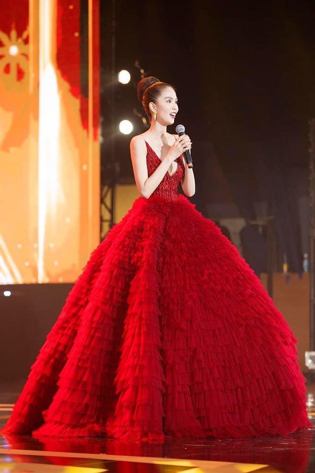 Ngọc Trinh diện đầm đỏ lộng lẫy, hóa nàng công chúa Lọ lem khiến mọi ánh nhìn 'tê liệt' Ảnh 6