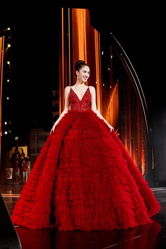 Ngọc Trinh diện đầm đỏ lộng lẫy, hóa nàng công chúa Lọ lem khiến mọi ánh nhìn 'tê liệt' Ảnh 5
