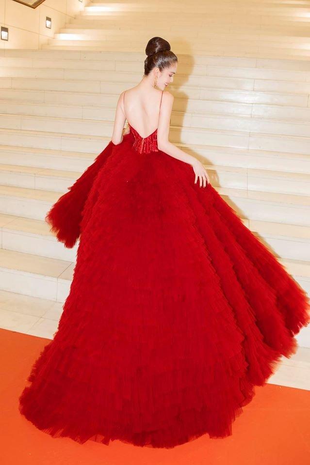 Ngọc Trinh diện đầm đỏ lộng lẫy, hóa nàng công chúa Lọ lem khiến mọi ánh nhìn 'tê liệt' Ảnh 3
