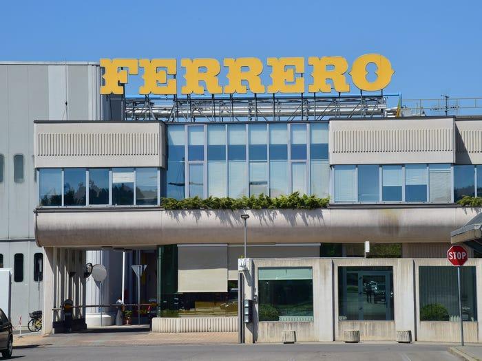 Tỷ phú giàu nhất Italy với đế chế bánh kẹo lớn thứ 2 thế giới Ảnh 8