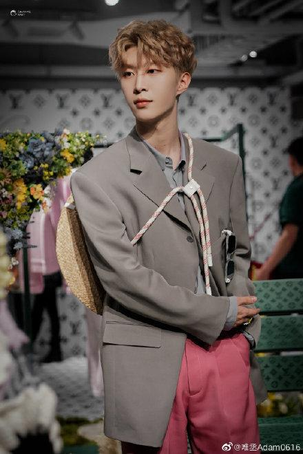 Sự kiện Thời trang nam Louis Vuitton Xuân - Hè 2020 : Ngô Diệc Phàm - Phạm Thừa Thừa cuốn hút, Châu Dã - Lý Uyển Đồng mỗi người một vẻ Ảnh 8