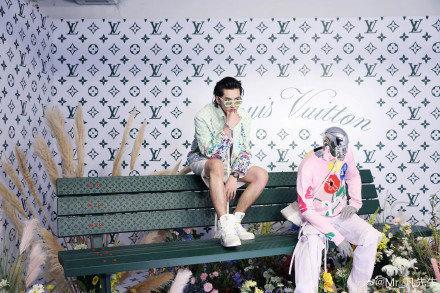 Sự kiện Thời trang nam Louis Vuitton Xuân - Hè 2020 : Ngô Diệc Phàm - Phạm Thừa Thừa cuốn hút, Châu Dã - Lý Uyển Đồng mỗi người một vẻ Ảnh 13