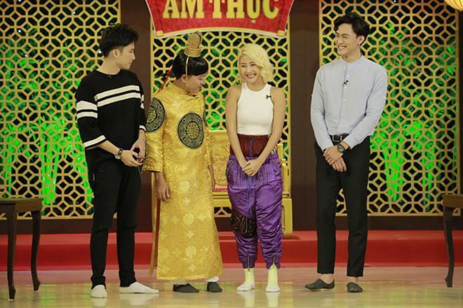 Quỳnh Anh Shyn gây tranh cãi vì diện đồ trong suốt, lộ vòng ba Ảnh 3