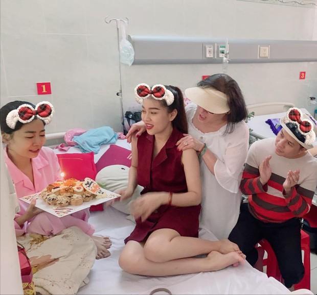 Mai Phương đón sinh nhật tuổi 35 trong bệnh viện Ảnh 1