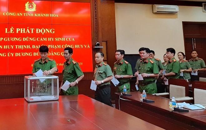 Công an Khánh Hòa quyên góp 30 triệu đồng hỗ trợ gia đình 3 liệt sĩ công an Ảnh 1