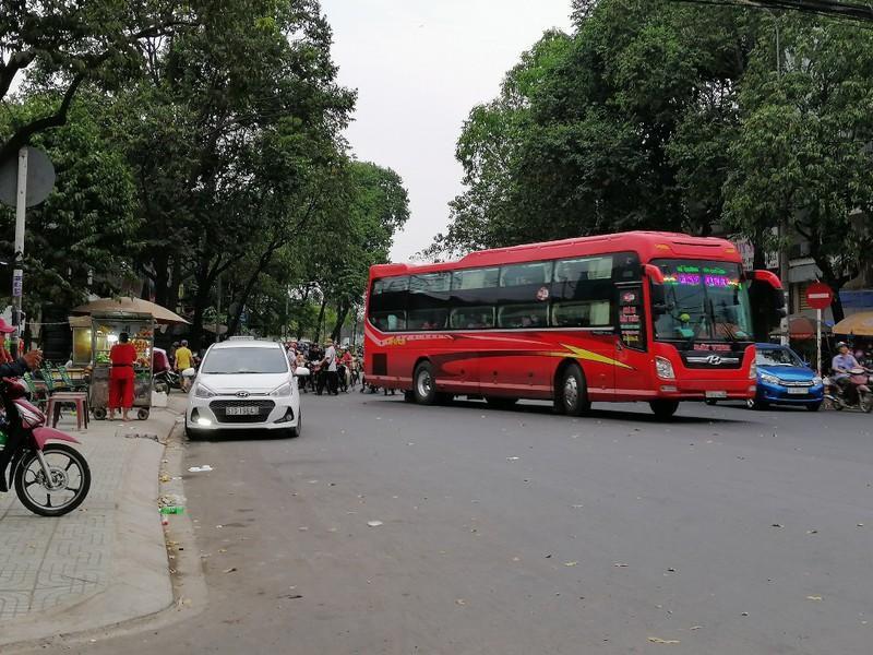 Cận cảnh loạt xe khách ngang nhiên 'vợt khách' dọc đường Ảnh 11