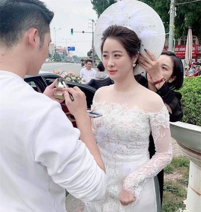 Lấy chồng thiếu gia thì thế nào? Xem ảnh Hà Quang Dũng vừa 'dìm' vợ là rõ: Hóa ra cũng chung cảnh này thôi! Ảnh 4