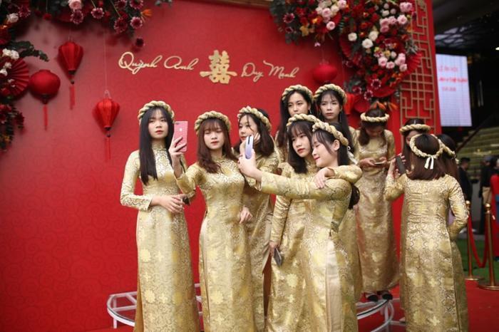 Đám hỏi Duy Mạnh - Quỳnh Anh: Xuýt xoa trước nhan sắc dàn phù dâu toàn gái xinh Ảnh 2