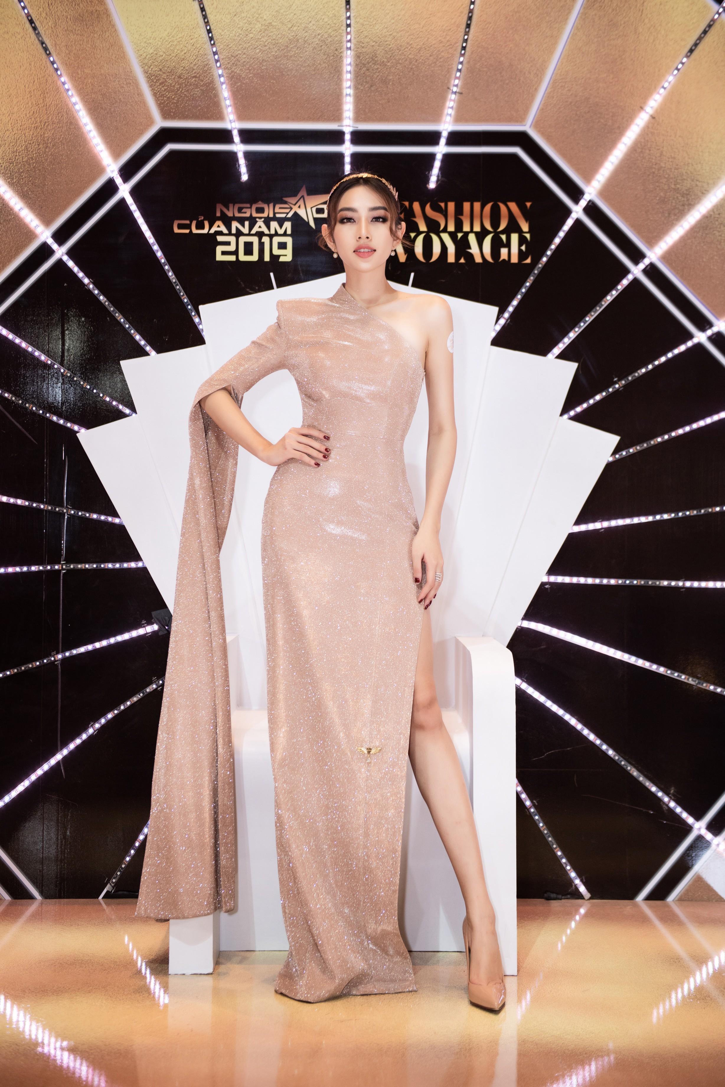 Dàn Hoa- Á hậu diện trang phục đồng điệu, khoe sắc nóng bỏng trên thảm đỏ Ảnh 13
