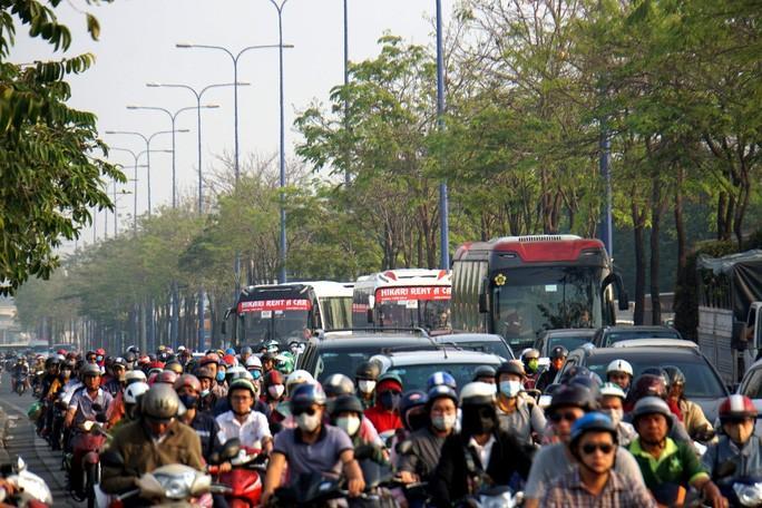 Kinh hoàng cảnh kẹt xe trên mọi ngả đường khu Đông TP HCM Ảnh 5