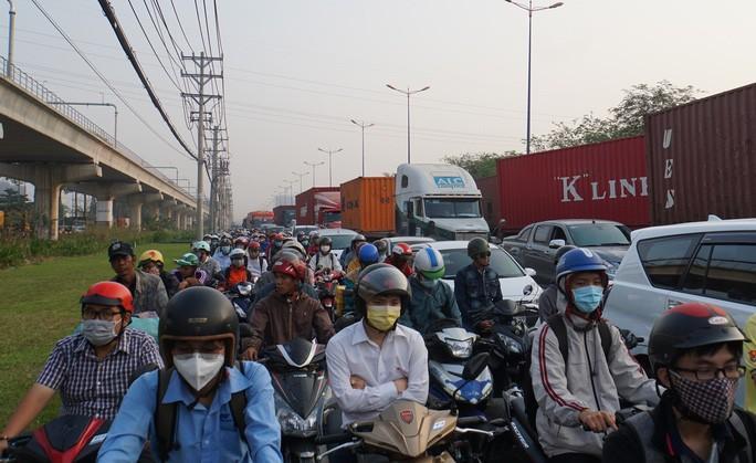 Kinh hoàng cảnh kẹt xe trên mọi ngả đường khu Đông TP HCM Ảnh 7